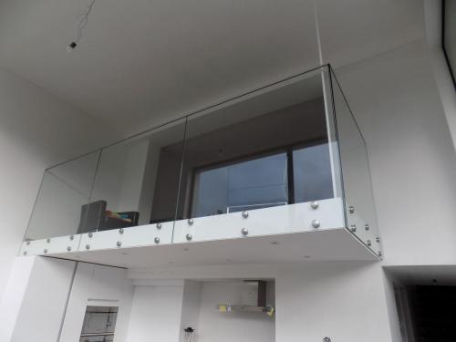 Glas balustrade met adaptors
