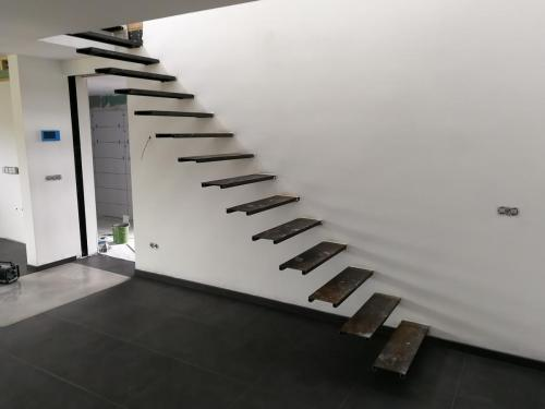 Zwevende trap - Wordt in latere fase bekleed met hout, composiet of steen