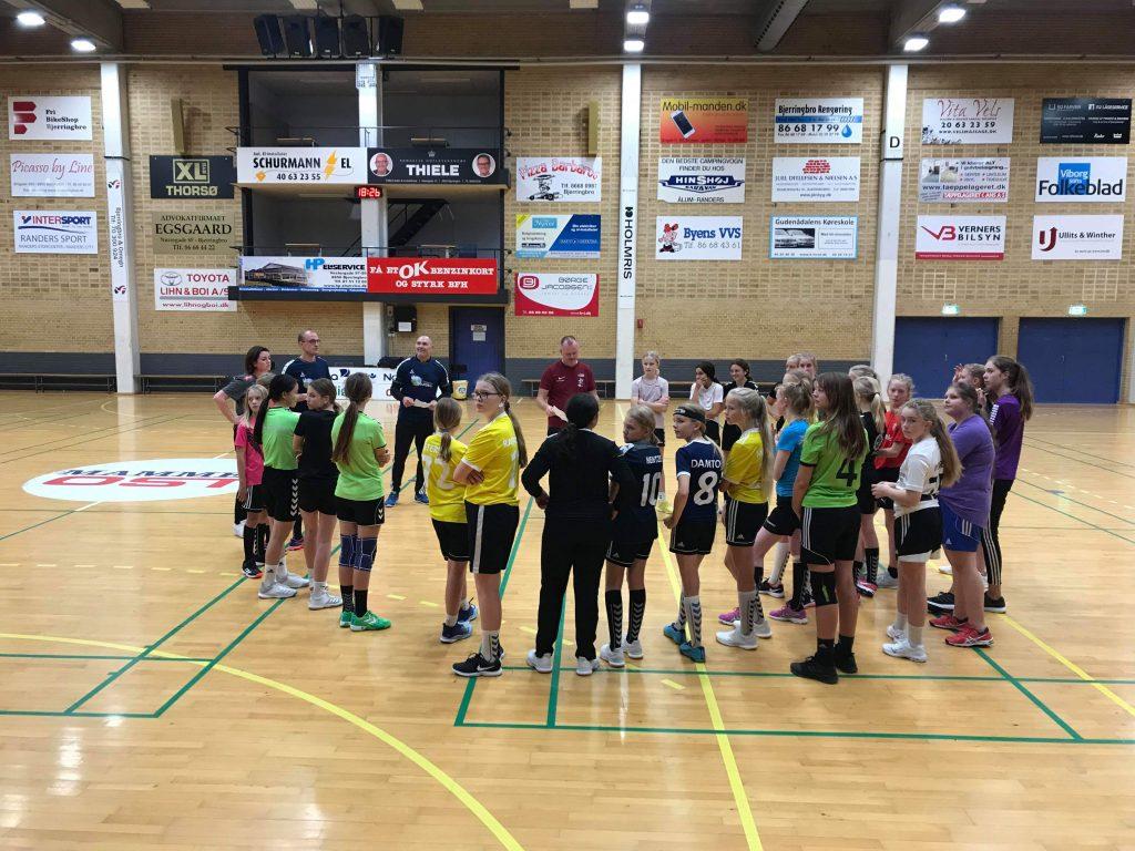 Over 60 unge til U13 fællestræning i håndbold