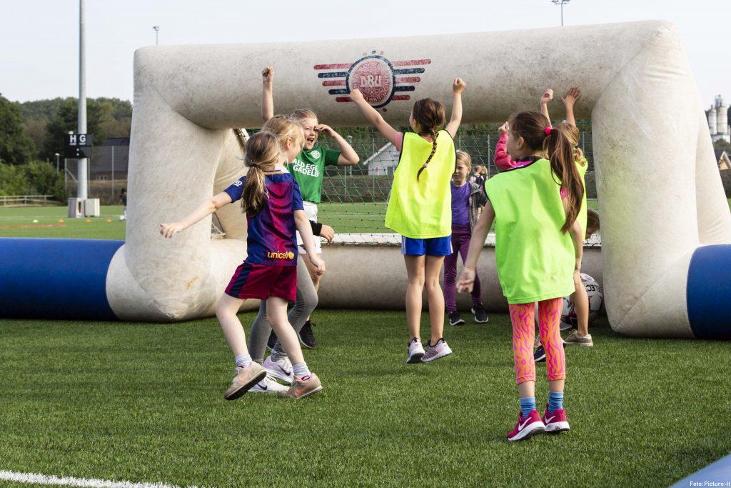 Nu spiller 25% flere piger fodbold i Viborg Kommune