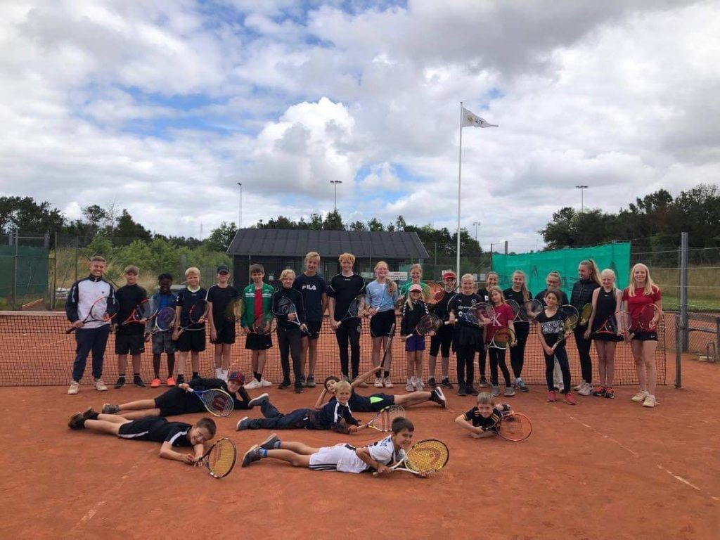 Sommertennisskole – en succes for tennissporten i Viborg Kommune!