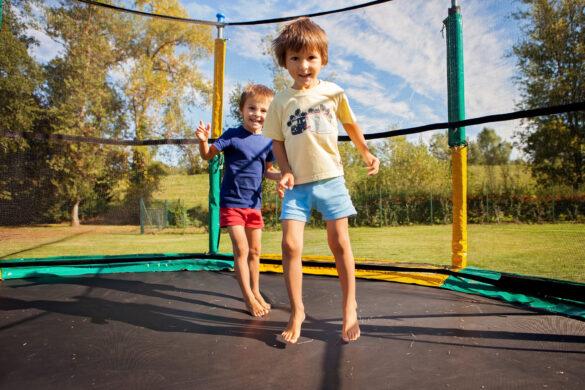 Børn på trampolin