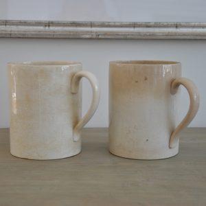 2 gamle franske porcelænskruskrus