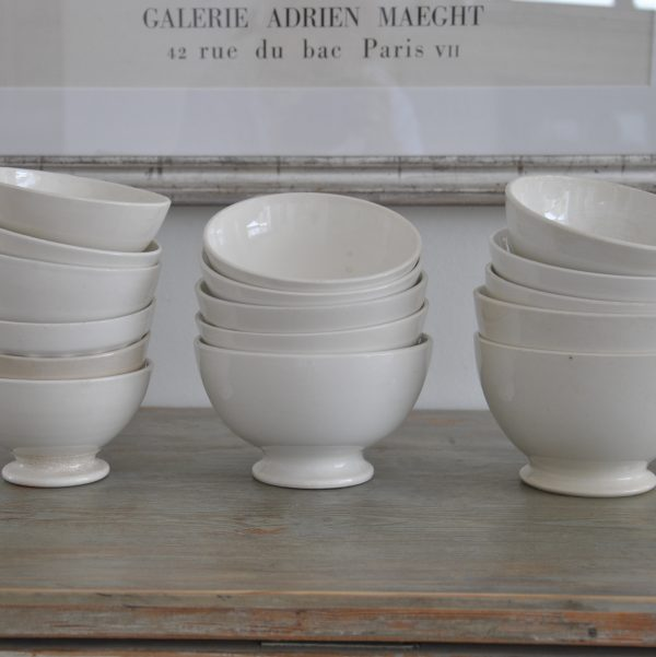 Fanske cafeskåle i hvidt porcelæn