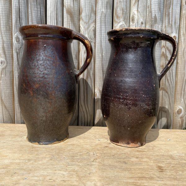 To mørkebrune/sorte lerkander