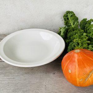 Flad fransk hvid salatskål