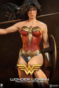 Wonder Woman detail armor