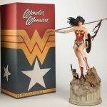 Wonder Woman met doos
