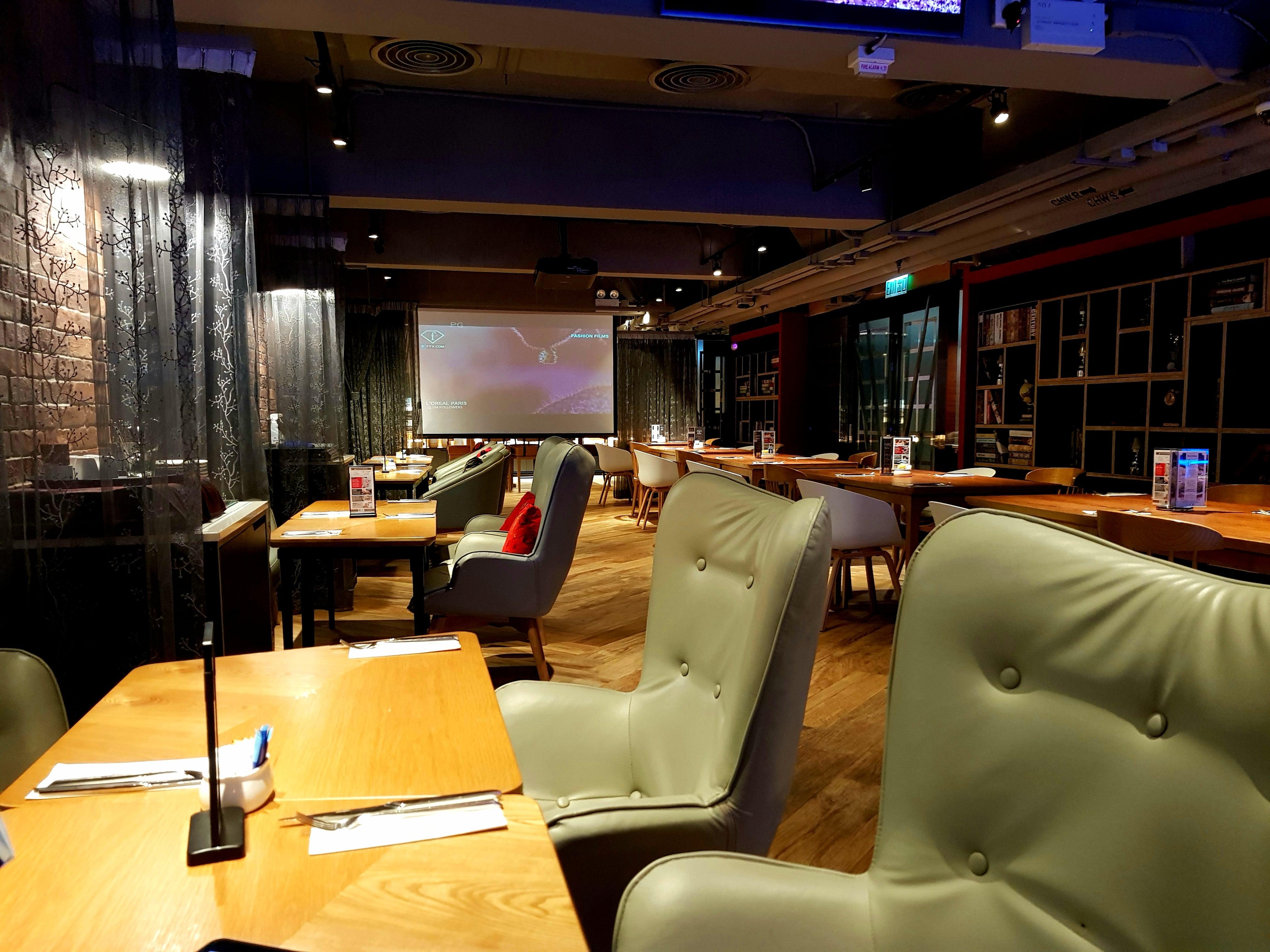 Lounge/ breakfast area
