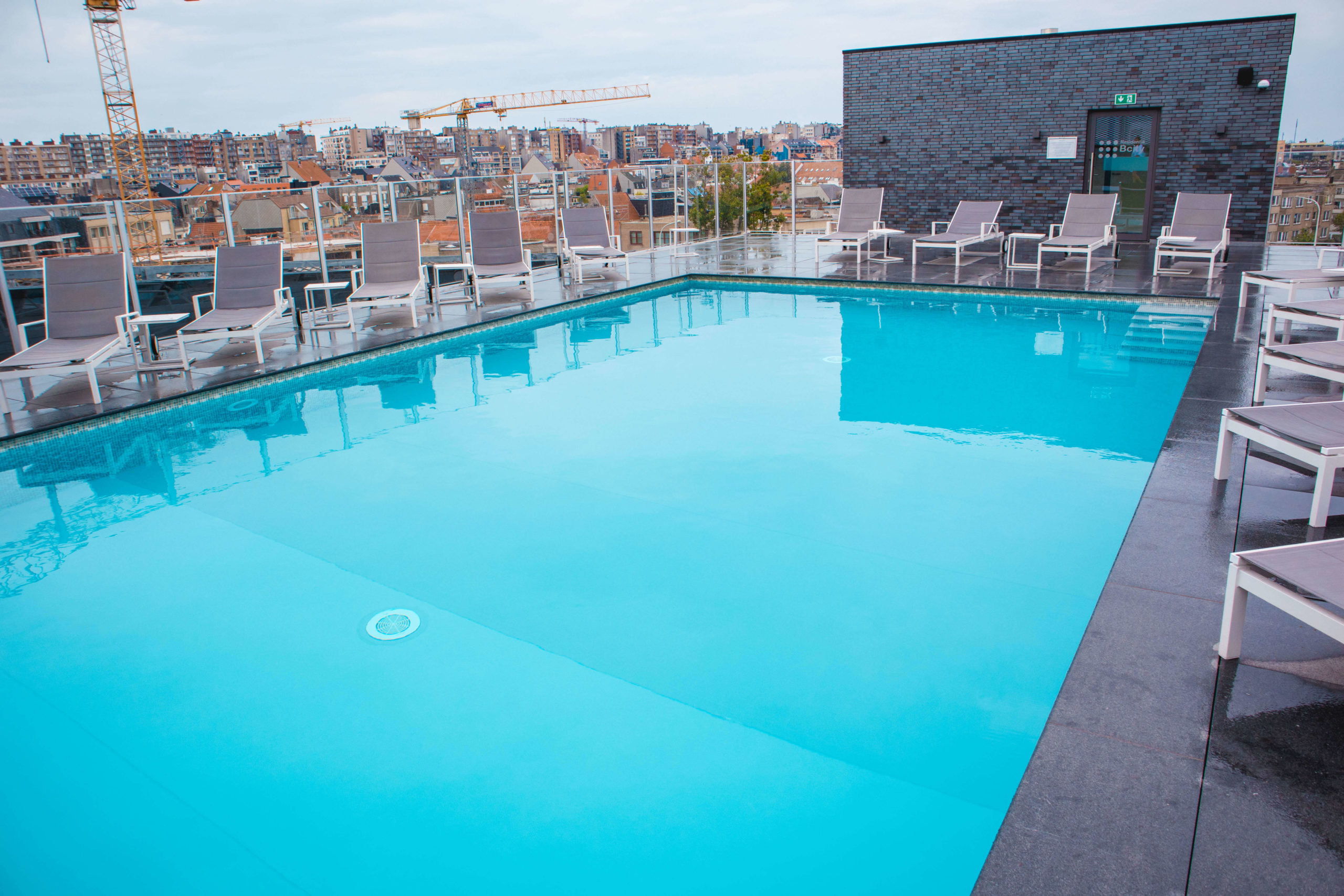 dak zwembad mercure hotel