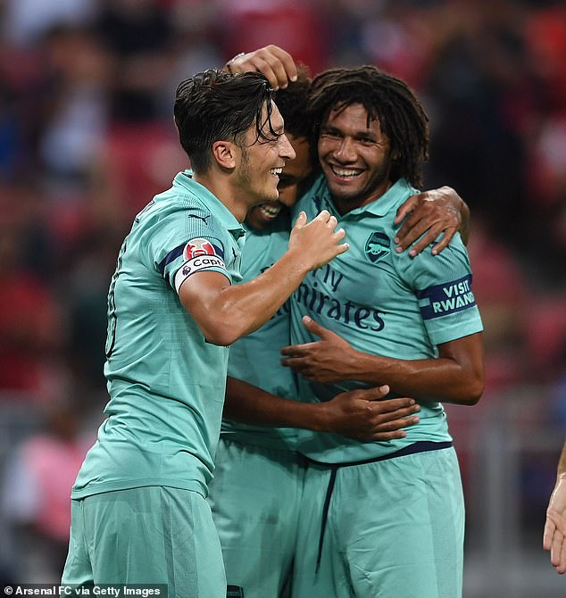 Elneny said Ozil is a big fan of Fenerbahce and always teases him by singing their chants