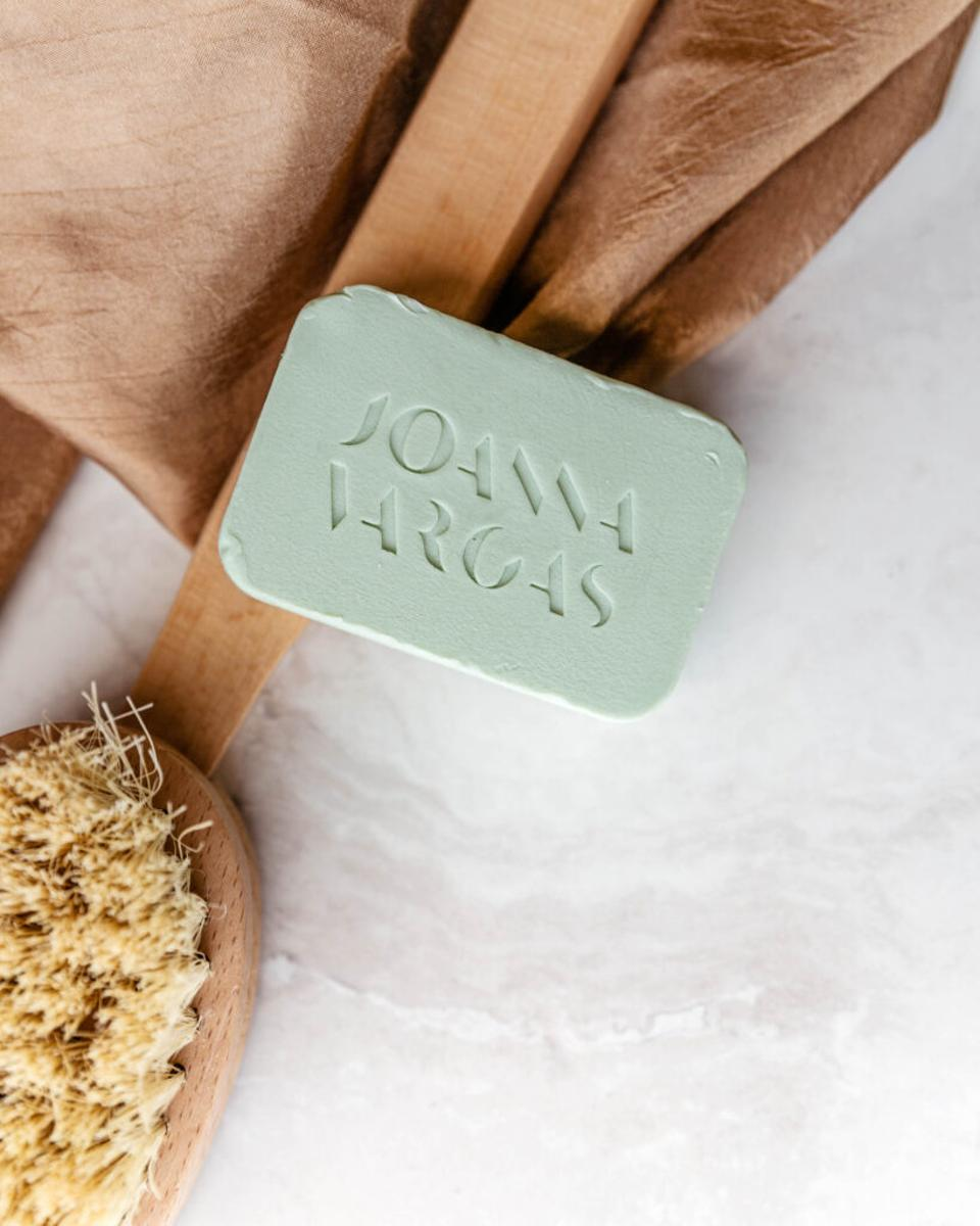 From sweeping away dead skin cells to improving the appearance of skin and supporting digestion, dry brushing the skin once or twice daily can have major benefits on your overall skin health.