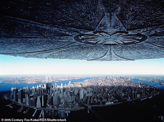 The cloud resembled the massive alien ship in the 1996 film Independence Day (pictured)