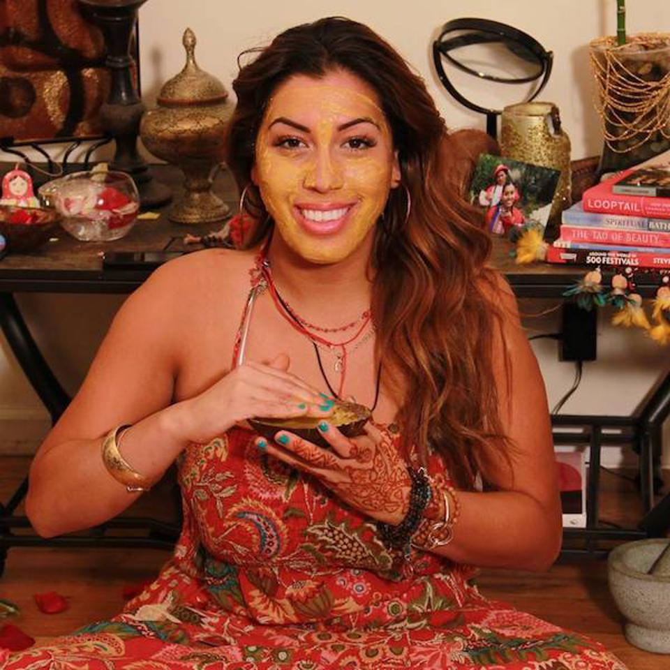 Makeup artist Stephanie Flor founded ″Around The World Beauty″ in 2017. She has now launched a box series of beauty products from different countries.