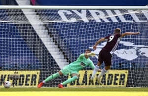 Vardy scores Leicester City's second goal from the penalty spot.