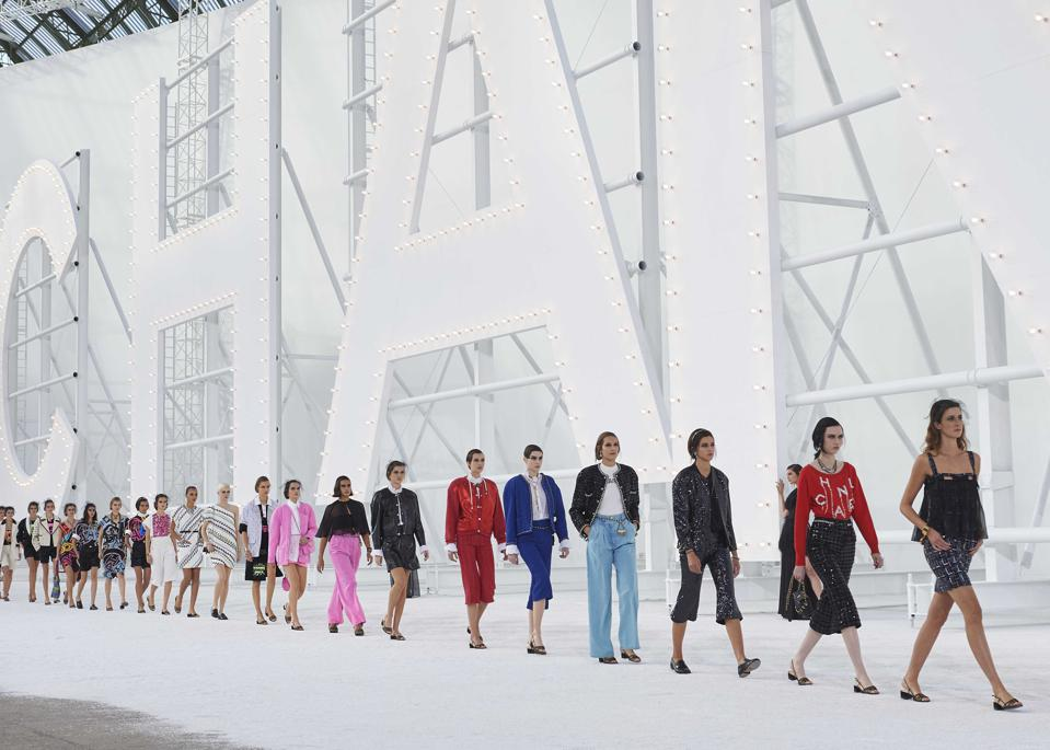 CHANEL SS 2021 RTW show Finale