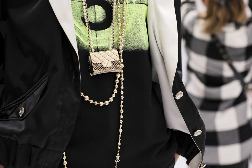 CHANEL SS 2021 RTW Collection- 2.55 quilted chain bag became a gold pendant