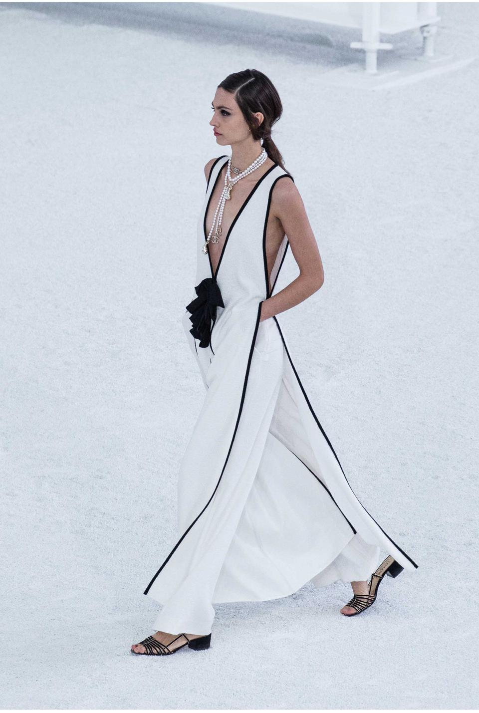 CHANEL SS 2021 RTW Collection. Elegant and so feminime. Look 63
