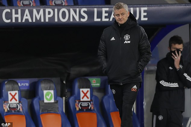 Ole Gunnar Solskjaer heads to Goodison Park under mounting pressure as Man United boss