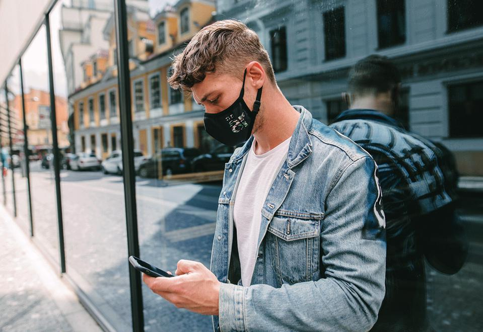 är self-cleaning facemask with replaceable nanofilters