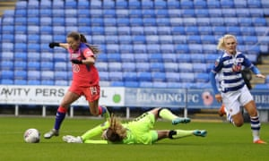 Fran Kirby of Chelsea Women goes round Grace Moloney of Reading Women and scores.