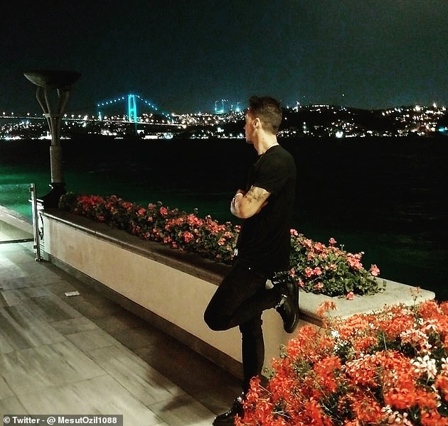 Mesut Ozil posted a throwback photo of him in Istanbul as Fenerbahce close in on signing him