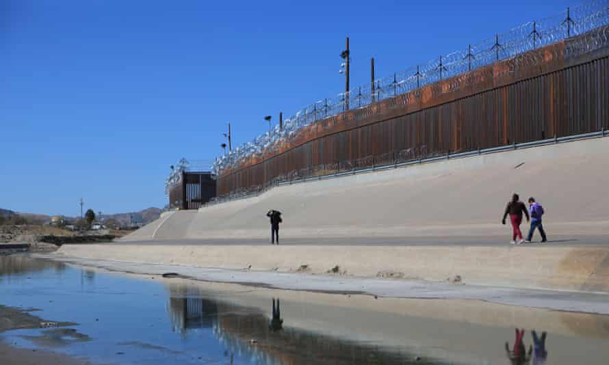 People walk to try to cross the border near the Rio Bravo in Ciudad Juarez, Mexico