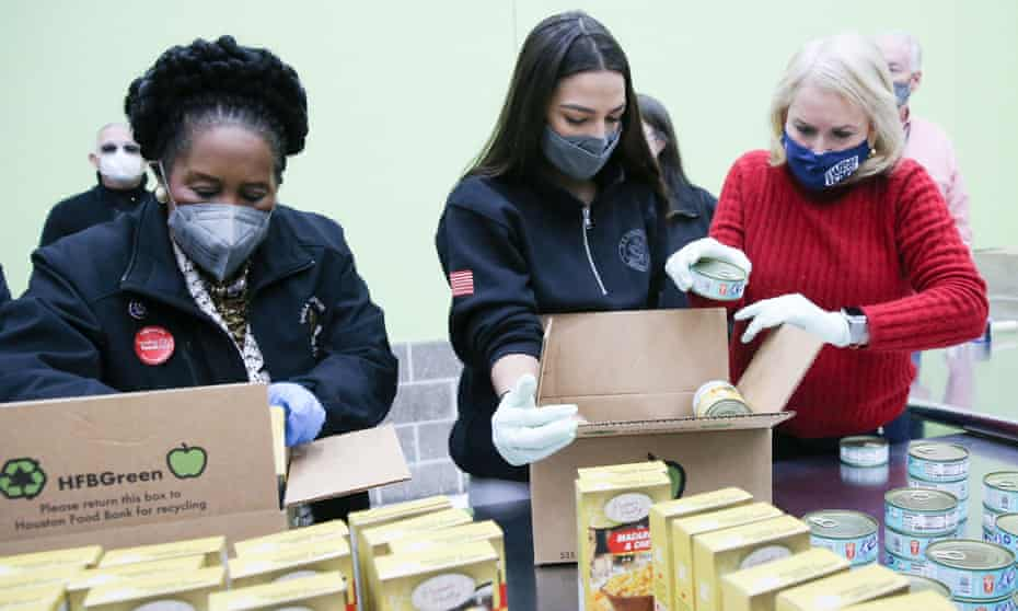 The Democratic congresswomen Sheila Jackson Lee, Alexandria Ocasio-Cortez and Sylvia Garcia help distribute food at the Houston Food Bank.