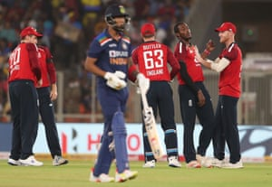 Archer celebrates with Stokes after taking the wicket of Rahul.
