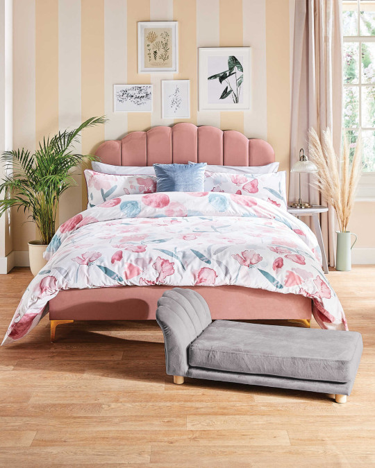The Aldi scalloped bed and matching pet bed