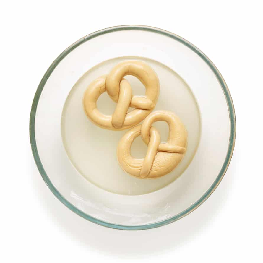 Felicity Cloake's pretzels 10 (Bake the bicarb and mix with water)