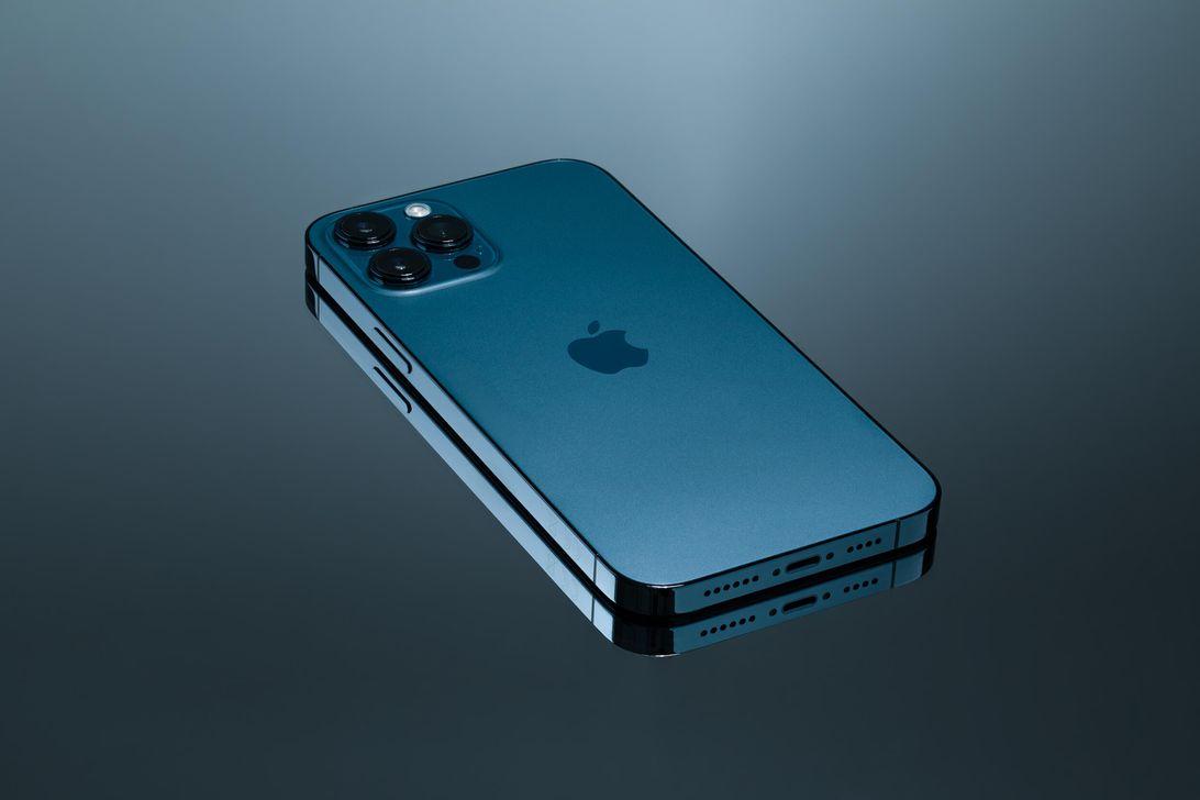 iphone-12-pro-max-hoyle-product-hero