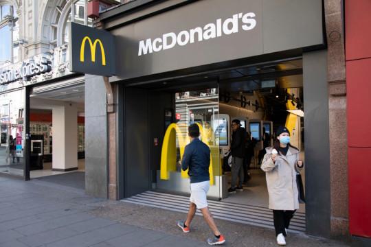 McDonalds On Oxford Street Offering Takeaways Under Coronavirus In London
