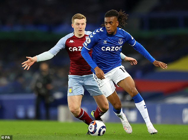 Alex Iwobi is desperate to add more silverware to his CV during his time at Everton
