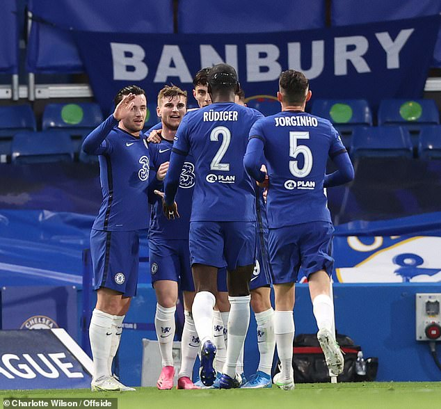 Chelsea¿s players will share a bonus pot of £11million if they complete a Champions League and FA Cup double this season