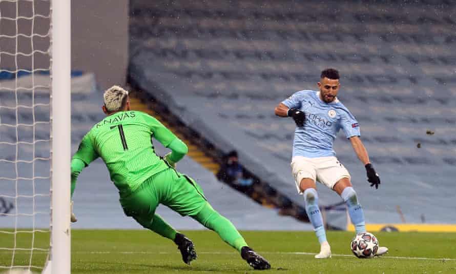 Riyad Mahrez slots home the second goal.