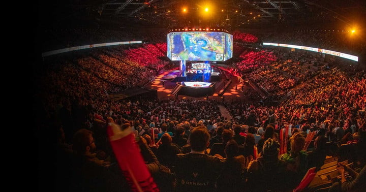 A crowd gathered at the 2019 League of Legends World Championship.