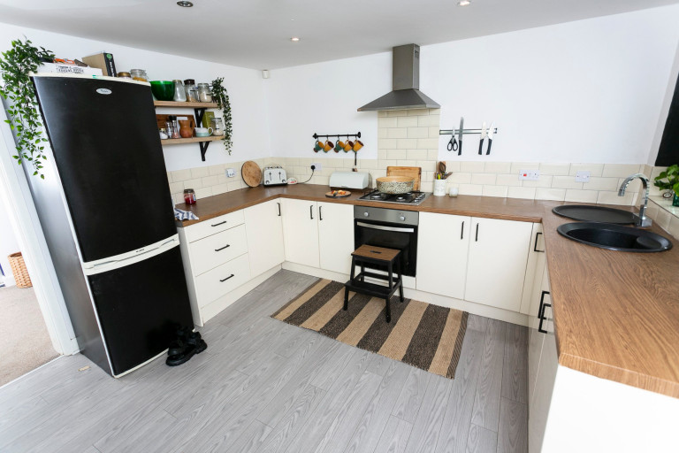 What I Rent: Jess, Wirral, Merseyside: kitchen