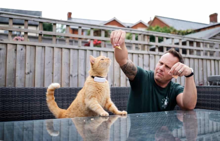Will Benzie and his cat Pisi.