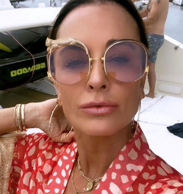 kyle-richards-geometric-sunglasses-selfie