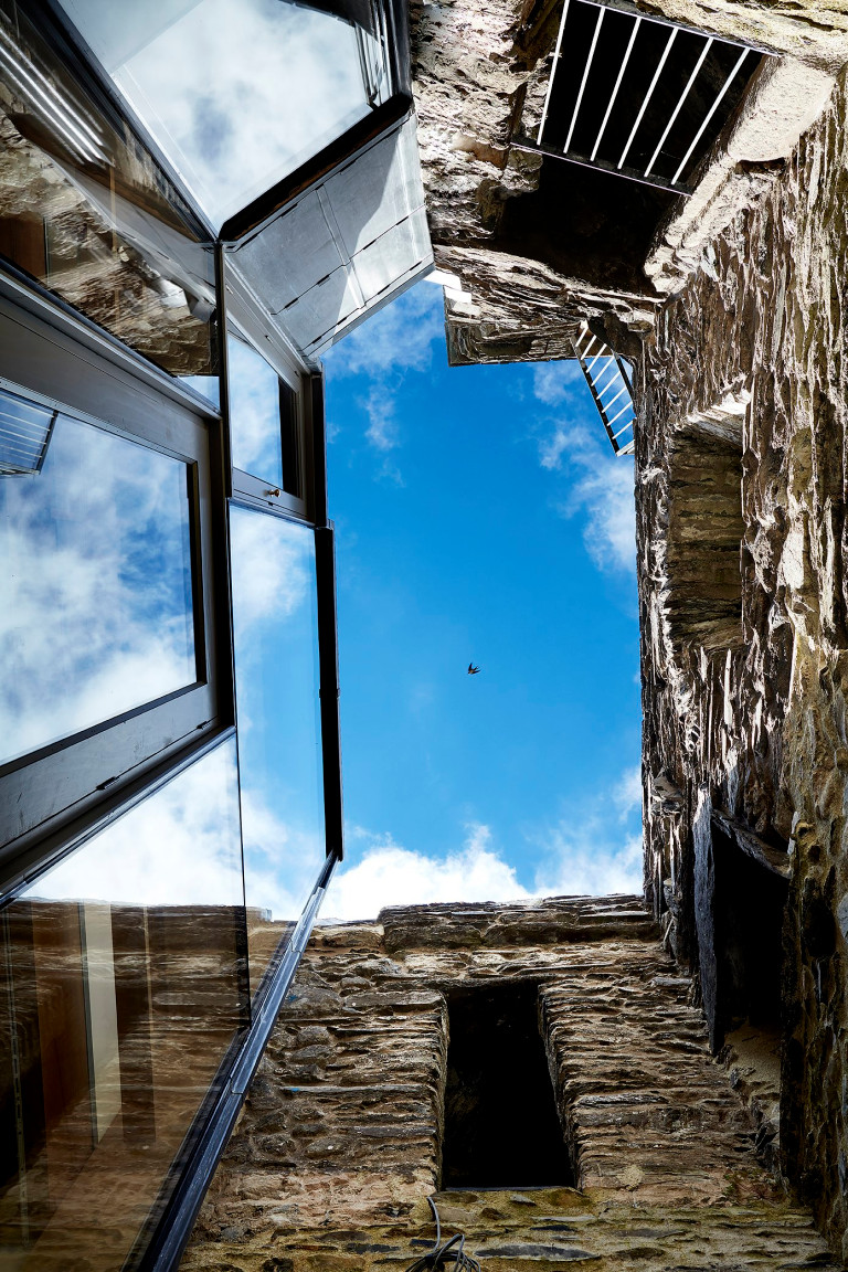 PELE TOWER HOUSE To turn a group of historic buildings ? including a ruined 14th century tower ? into a 21st century family home was no mean feat. But that?s exactly what?s been achieved in this remarkable project in the heart of the Lake District. Original features have been preserved and modern additions such as glazing and bespoke joinery are recessed behind the deep stone walls. The jury was particularly impressed with the traditional skills and craftsmanship that have been used throughout, and also by the sustainable elements of the build. A ground source heat pump and a micro-hydroelectric scheme produce more energy than the house consumes, minimizing its carbon footprint. woollacottgilmartin.com