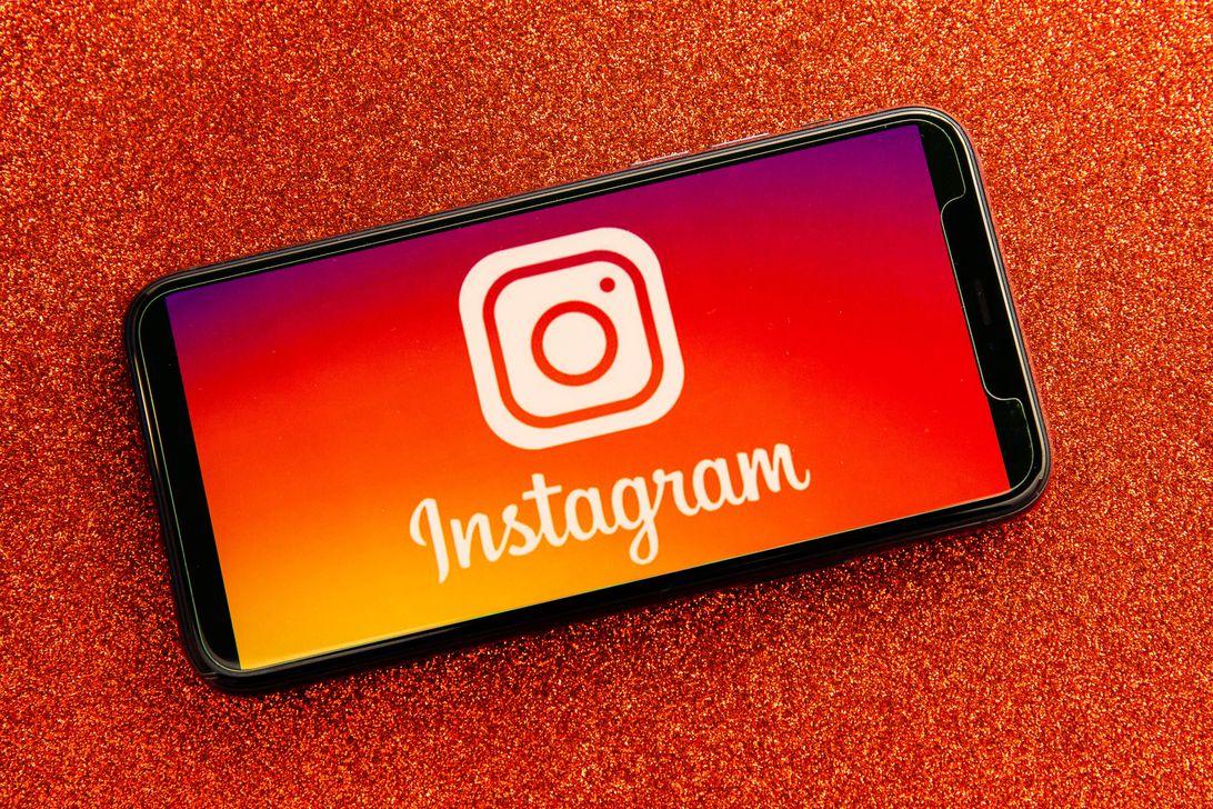 007-instagram-app-logo-on-phone-2021