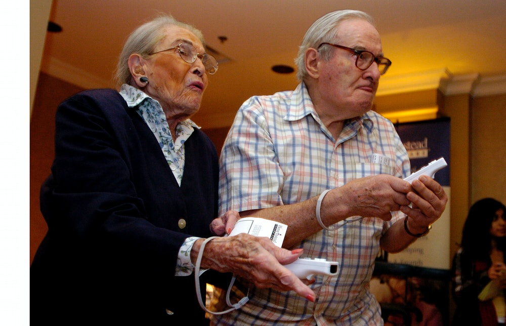 16/10/2007(ColinMcConnell,Toronto Star) pics of briton house retirement residence hosted a seniors m...