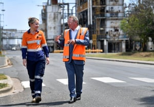Andrew 'Twiggy' Forrest with one of his workers at a hydrogen announcement in Brisbane on Monday