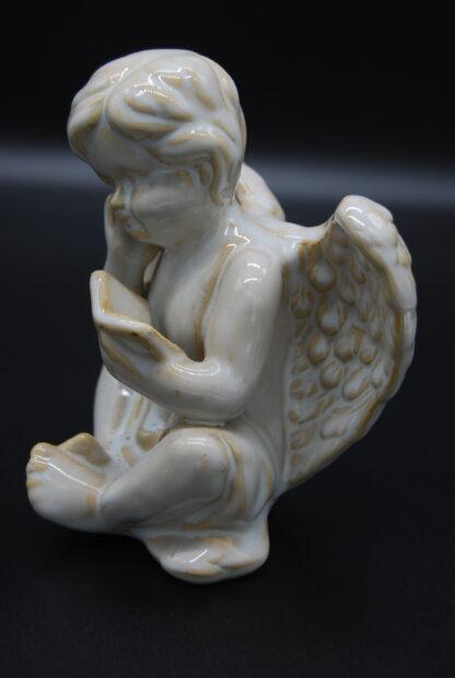 zittende engel met boek 2