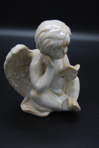 zittende engel met boek 6