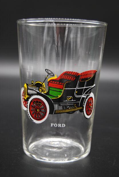 drinkglas met oldtimer Ford