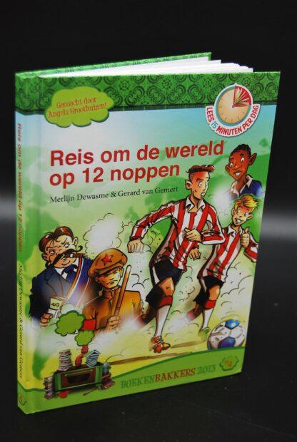 Boek over voetbal-Reis om de wereld op noppen-leeftijd 8+