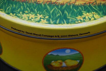 Verzamelblik Dansk Biscuit Compagni-geel rond kuikens