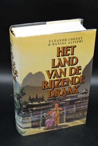 Het land van de rijzende draak, tweedehands boek, goede staat